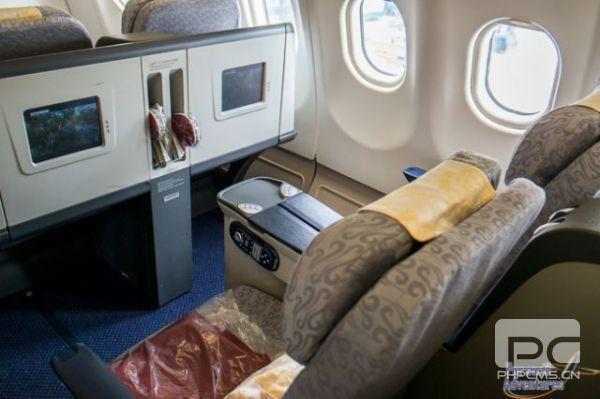 老外体验国航商务舱:系统老旧 空乘英语难懂